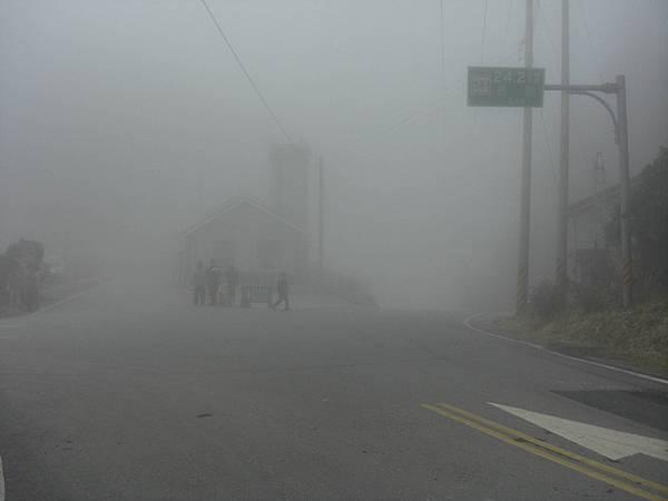 54.濃霧中的檢查哨岔路
