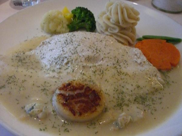 多利魚與香煎大干貝佐蛤蜊醬