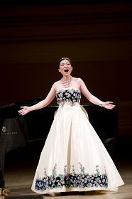 2011-10-31-minghui-vocal-competition-02--ss.jpg