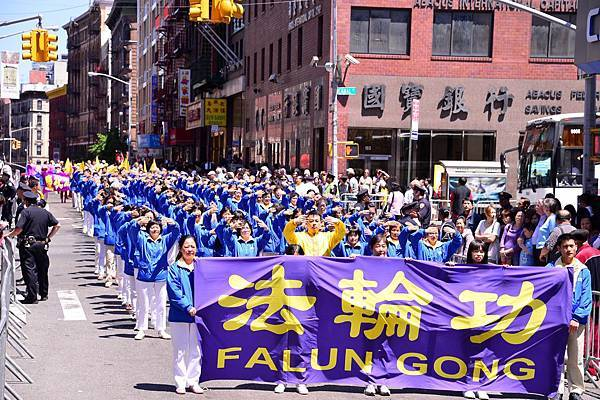 2012-5-13-cmh-newyork-parade-513-05