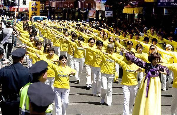 2012-5-13-cmh-newyork-parade-513-3-10