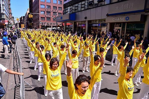 2012-5-13-cmh-newyork-parade-513-04