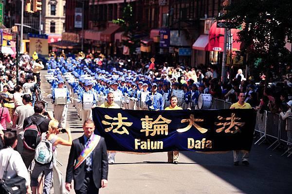 2012-5-13-cmh-newyork-parade-513-02