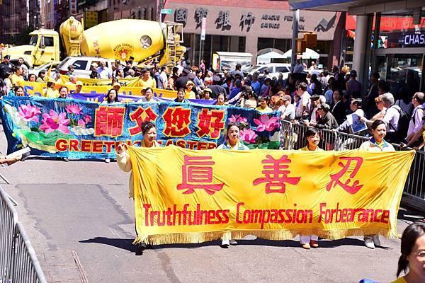 2012-5-13-cmh-newyork-parade-513-07