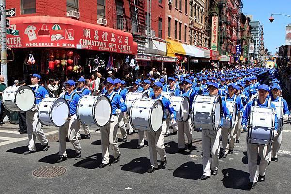 2012-5-13-cmh-newyork-parade-513-03