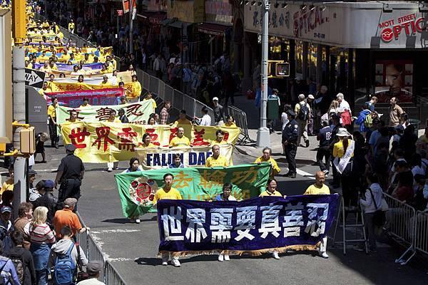 2012-5-13-cmh-newyork-parade-513-3-01