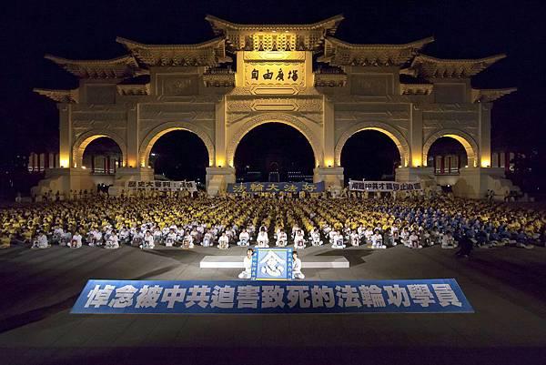 2012-7-24-minghui-falun-gong-taibeicandle-01