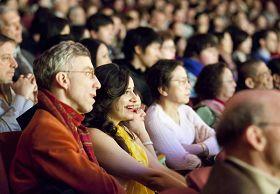 二零一一年二月十一日晚,神韻紐約藝術團在麻州波士頓的首場演出,觀眾被傳神的表演深深吸引。.jpg