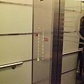 高速電梯一隅