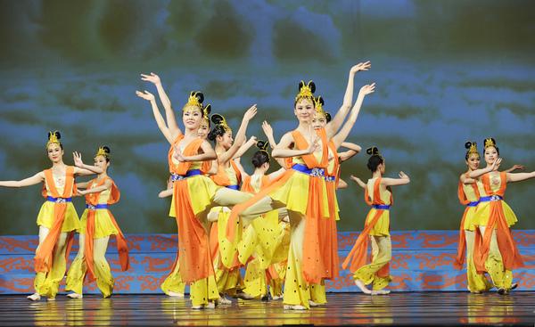 舞蹈《美展奇緣》─ 神韻藝術團提供