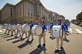 2010-7-24-falun-gong-dc-parade-720-1-03--ss.jpg