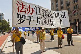 2010-7-24-falun-gong-dc-parade-720-1-07--ss.jpg