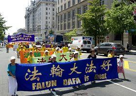 2010-7-24-falun-gong-dc-parade-720-1-02--ss.jpg