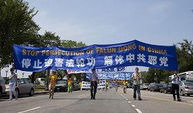 2010-7-24-falun-gong-dc-parade-720-1-09--ss.jpg