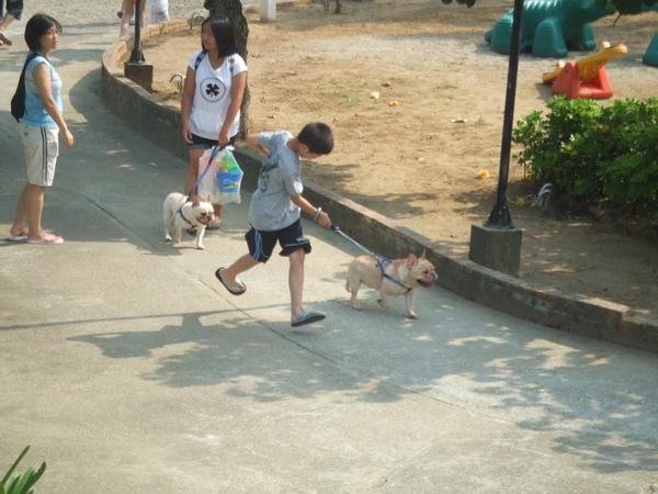狗狗與我.jpg