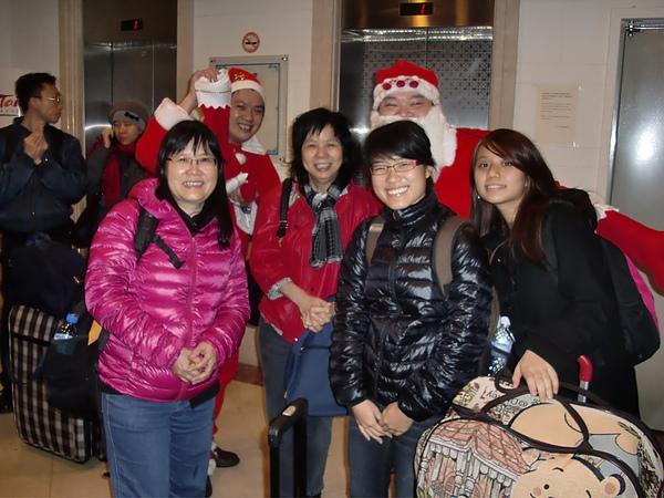 遠道而來的新加坡朋友們~ 聖誕快樂!
