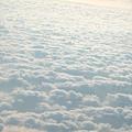 飛機上的窗外雲景