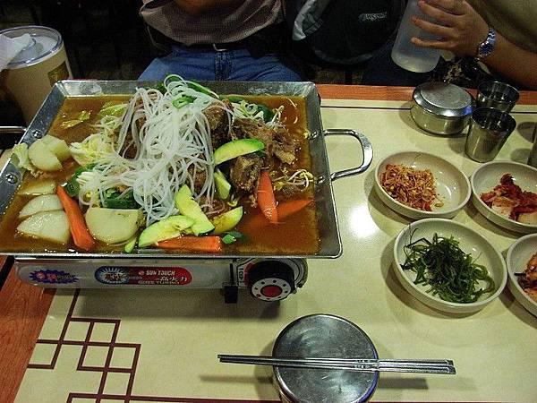 韓國之旅-風味餐篇(韓式風味餐馬鈴薯豬骨湯)