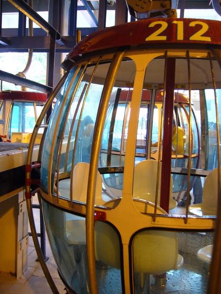 海洋公園的纜車也是透明的耶