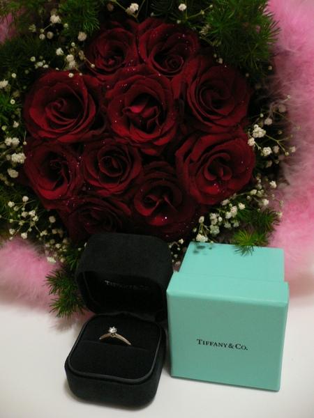 有花有戒指~~整個浪漫
