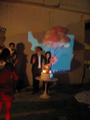 粉紅色跟白色的愛心氣球^^超浪漫的