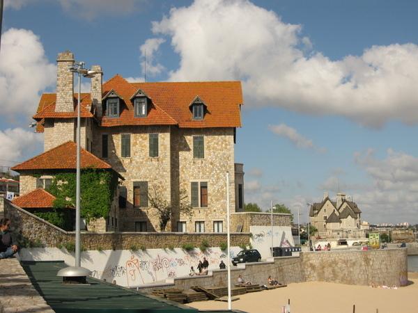 海邊城堡小屋~~為了走到遠處的那個城堡~~~我曬黑了