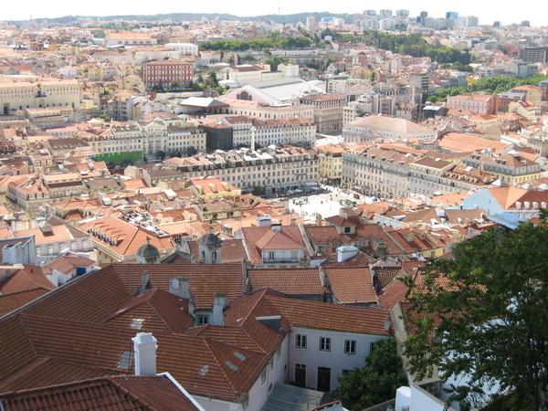 聖喬治城堡 下的菲古拉廣場Praca da Figueiro~~還可以看到Estacao do Rossio+國家劇院+Prac