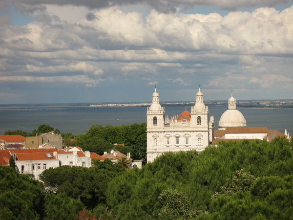 聖喬治城堡 Catelo de Jorge下的教堂與太迦河