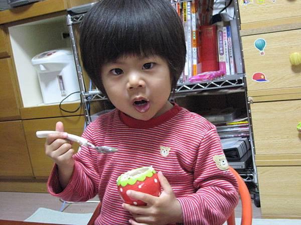 oec之草莓蛋糕~跟妳說很好吃喔
