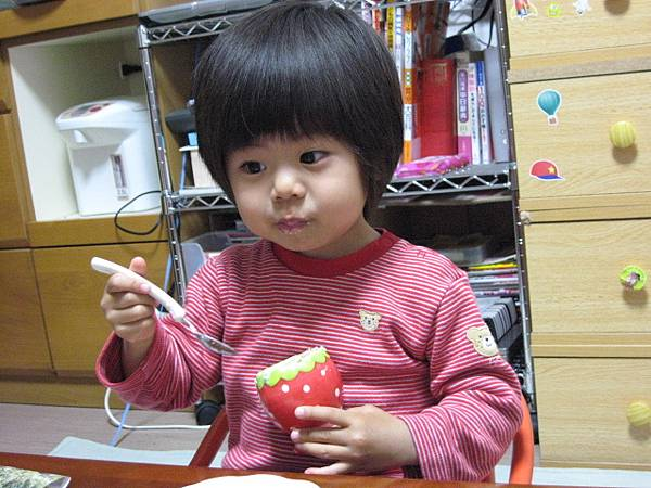 oec之草莓蛋糕~嗯! 超好吃的