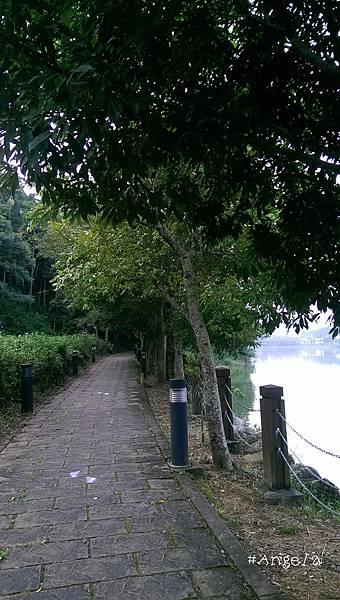 湖畔-1.jpg