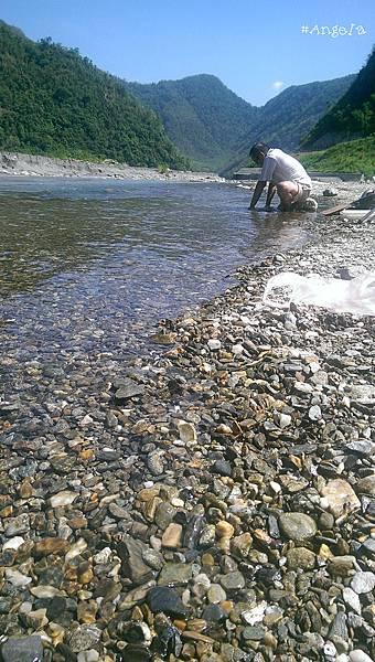 溪邊洗碗.jpg