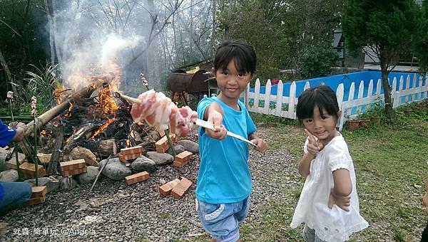 準備烤肉串.jpg