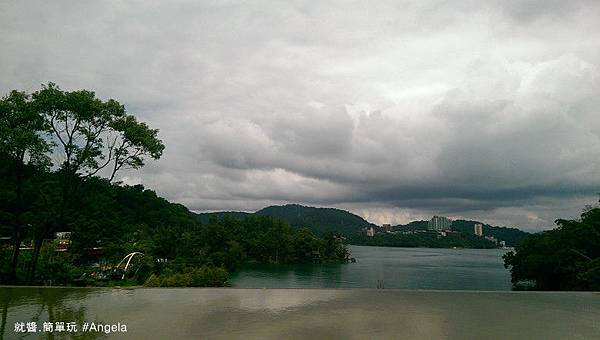 向山遊客中心湖面.jpg