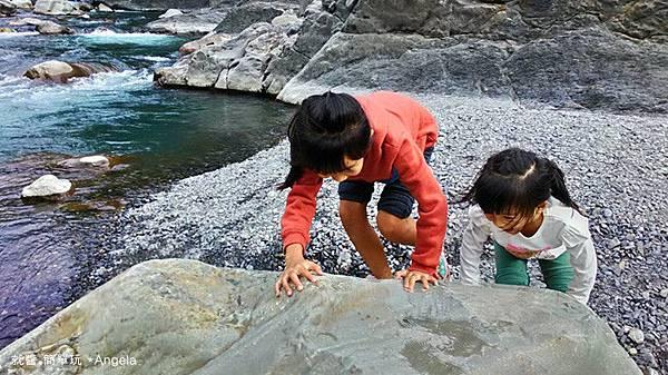 爬石頭.jpg