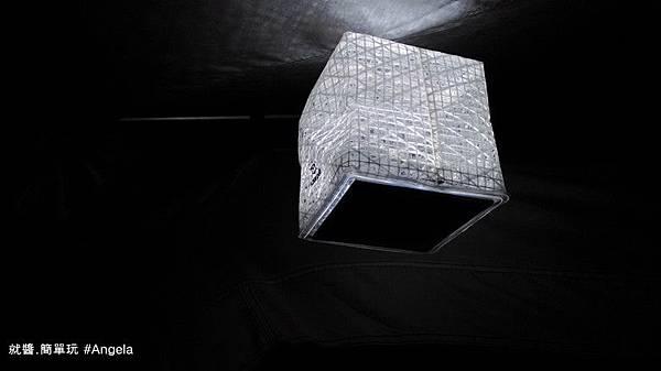 帳篷內的LED燈.jpg