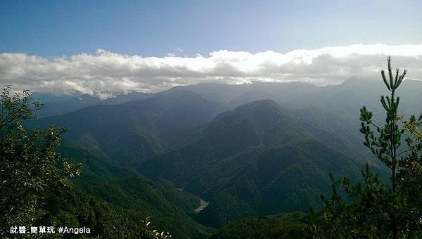 縱谷的山景.jpg