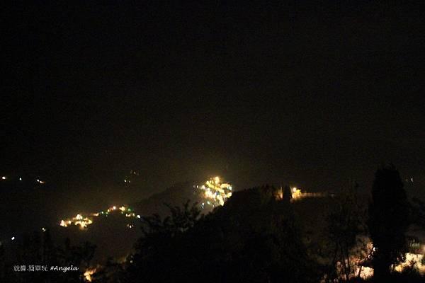 夜晚的山頭.JPG
