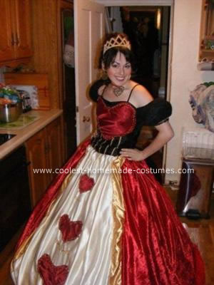 coolest-homemade-queen-of-hearts-halloween-costume-12-21153327.jpg