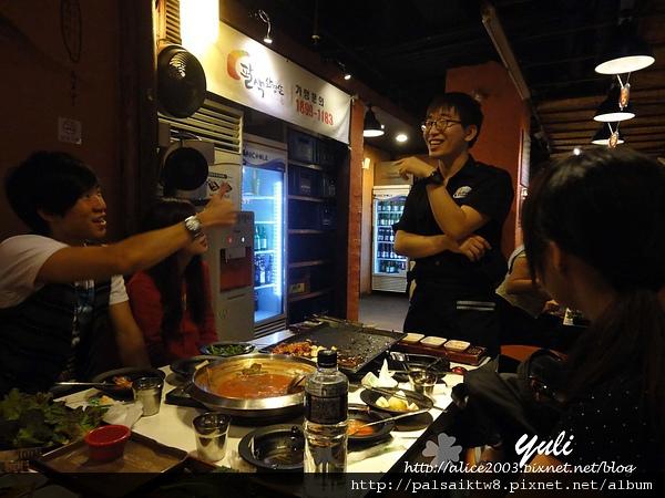 《美食》韓國 ♥新村 ㊕ 八色豬.好難抵擋它的美味阿!!!