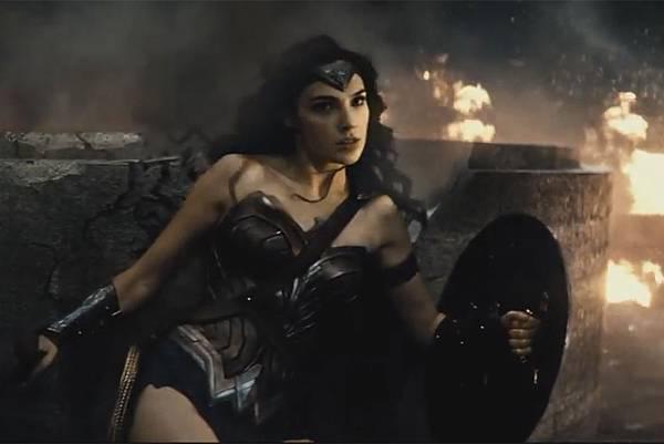wonder-woman-batman-v-superman-trailer-comic-con.jpg