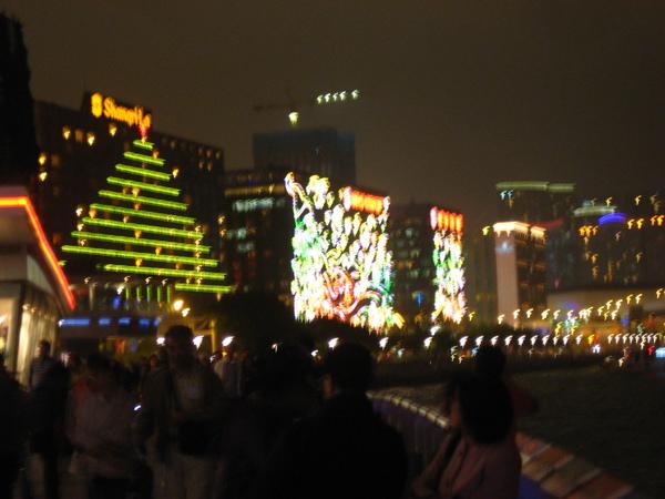 中環大廈外都有燈飾