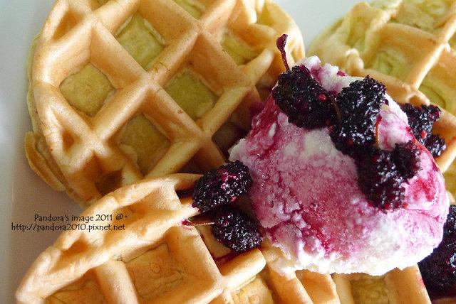 桑葚冰淇淋鬆餅