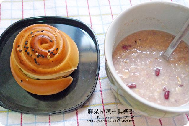 2011.08.01-窩窩頭麵包、大燕麥片