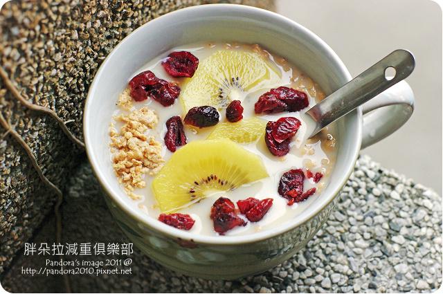 2011.08.21-(桂格)鮮奶燕麥+special k+黃金奇異果+(統一生機)蔓越莓乾