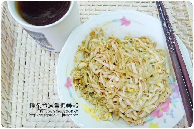 2011.08.30-(阿舍食堂)外省乾麵-麻醬辣+雞蛋、冬瓜茶
