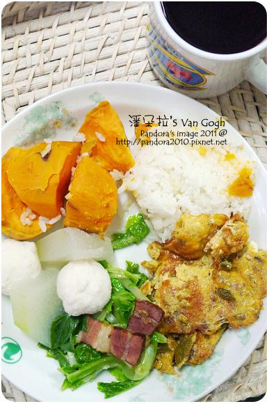 2011.09.22-米飯、地瓜、花枝丸、冬瓜、臘肉炒白菜、酸豆絞肉煎蛋+桑葚汁