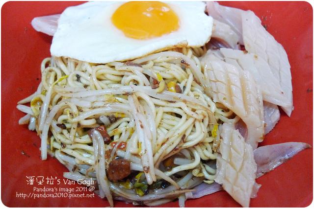 2011.09.28-黑胡椒鐵板麵+豆芽菜+太陽蛋+魷魚