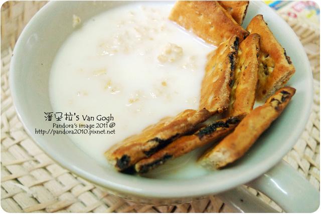 2011.10.04-(統一)LP33優酪乳+(桂格)大燕麥片+(康元)燕麥蜂蜜葡萄餅