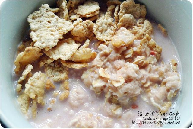 2011.10.05-(桂格)北海道草莓歐蕾麥片+(桂格)大燕麥片+(家樂氏)Special K